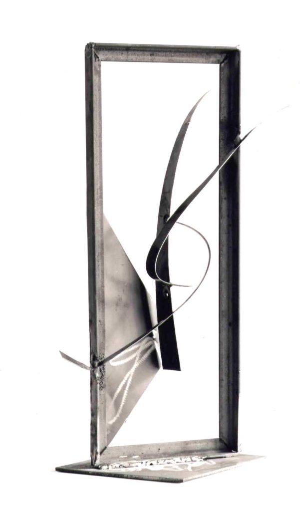 Scultura di Adriana Amodei - Cornice I 1988 50x20x6