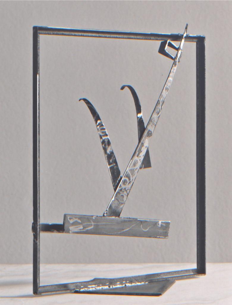 Scultura di Adriana Amodei - Cornice II - 1988 – ferro - 50x20x6