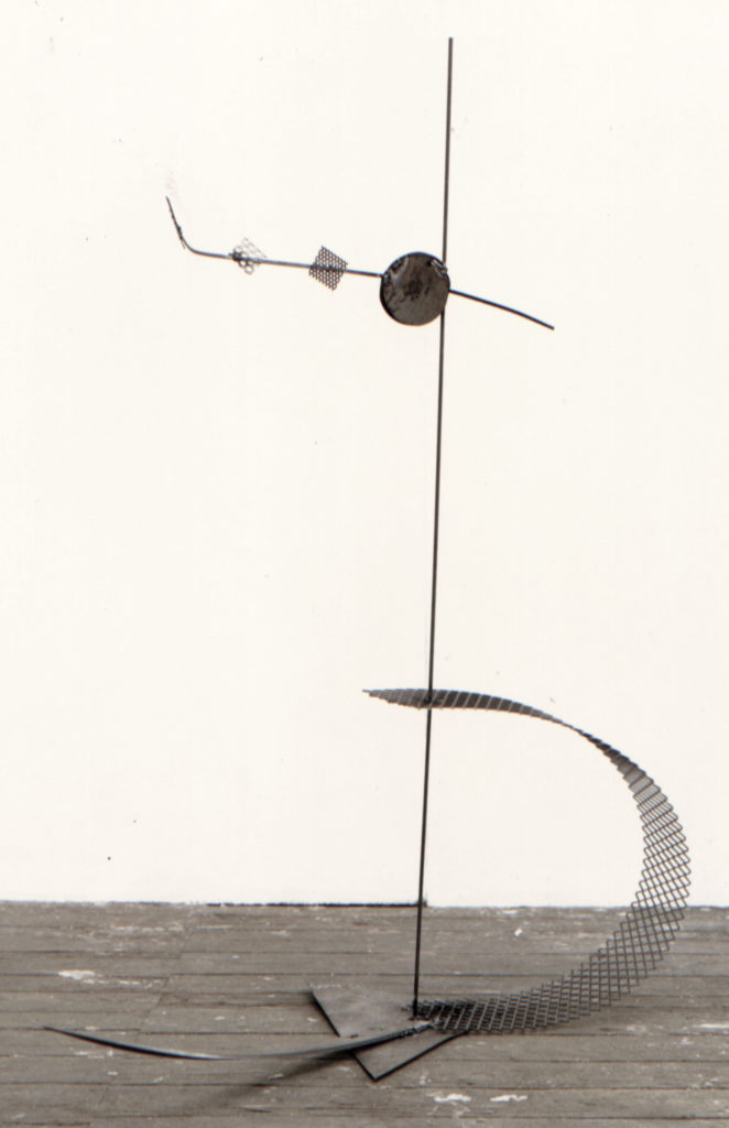 Scultura di Adriana Amodei - L'Altrove, 1990, ferro 150x76x26