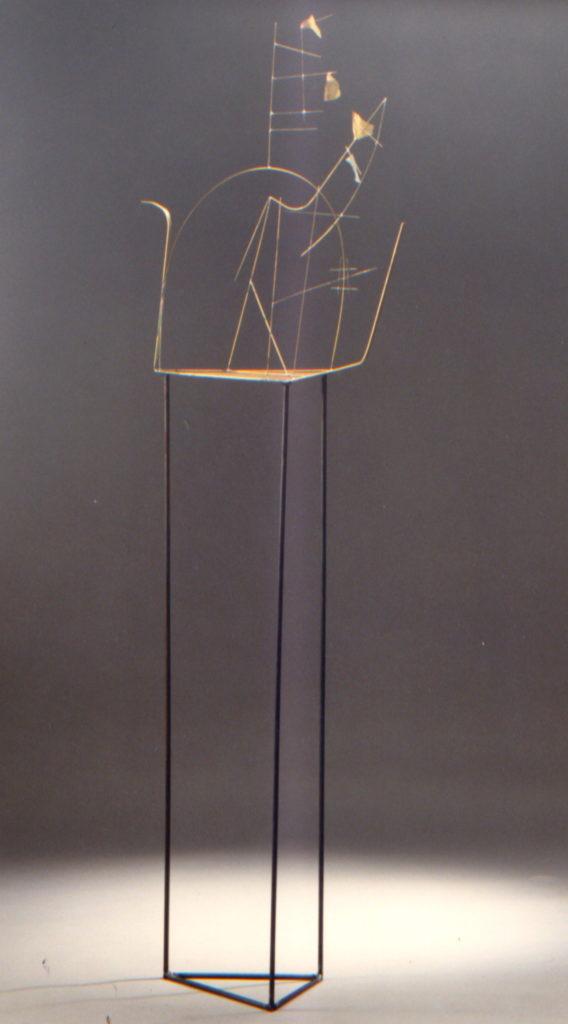 Scultura di Adriana Amodei - studio per scenografia Der Circus, omaggio a Fausto Melotti 1984 150x30x25