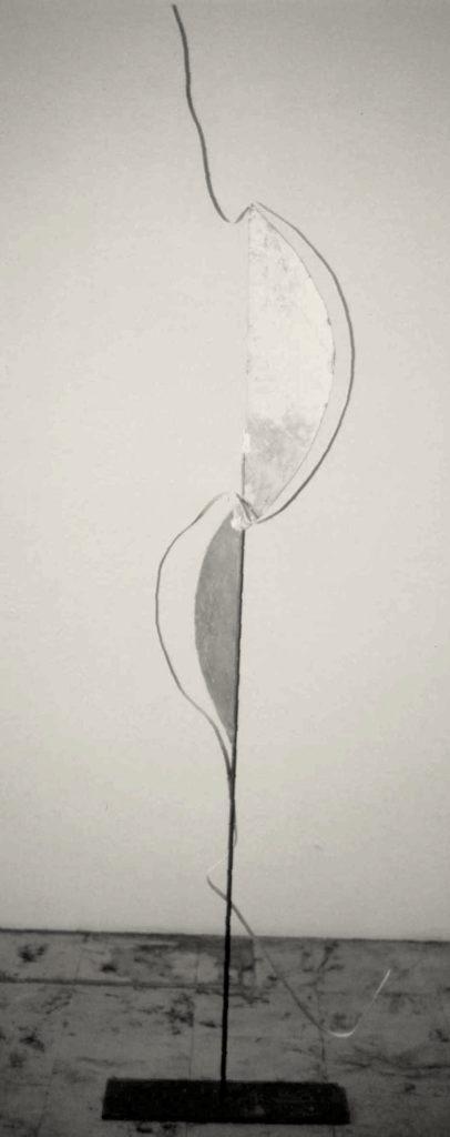 Scultura di Adriana Amodei - Bi-Fase 1991 metallo, lacca 170x52x22