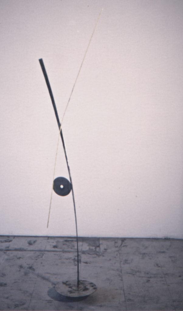 Scultura di Adriana Amodei - Algoritmo VIII 1993 ferro,lacca 139x20x27