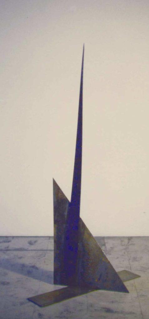 Scultura di Adriana Amodei - Oltremare. 1993 113x62x34