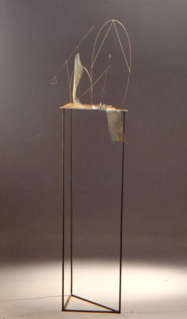 Scultura di Adriana Amodei - Studio per scenografia Die Geburt omaggio a Fausto melotti 150x30x25