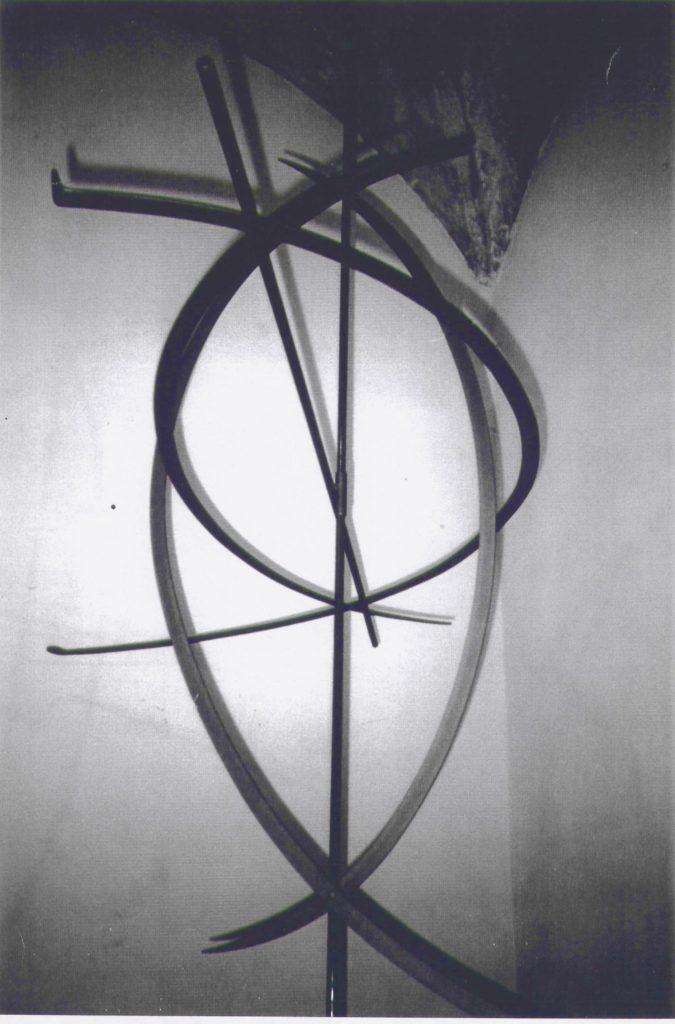 Scultura di Adriana Amodei - Intrecci 1995 metallo trattato 170x170x70