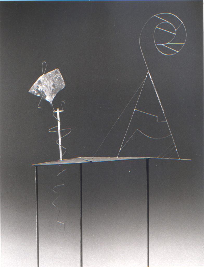 Scultura di Adriana Amodei - studio per scenografia Laufender Mensch, omaggio a Fausto Melotti 198I 150x60x25