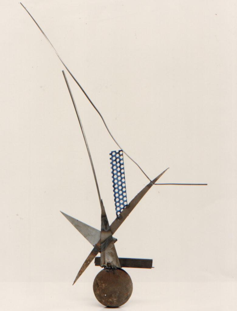 Scultura di Adriana Amodei - Studio per scultura 1986 metallo e lacca 110x40x18